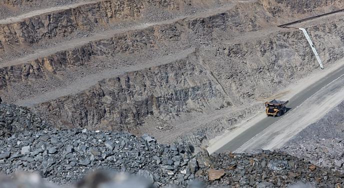 Спасатели начали эвакуировать горняков из обрушившегося рудника